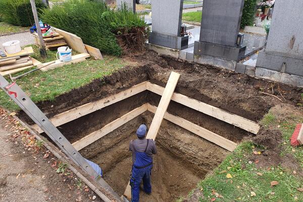 Aushub von 2 Stk. Grabkammern